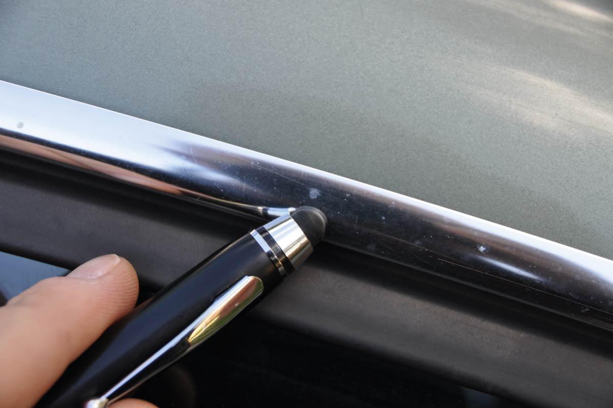 elementy chromowane noszące ślady pyłów poprodukcyjnych 06