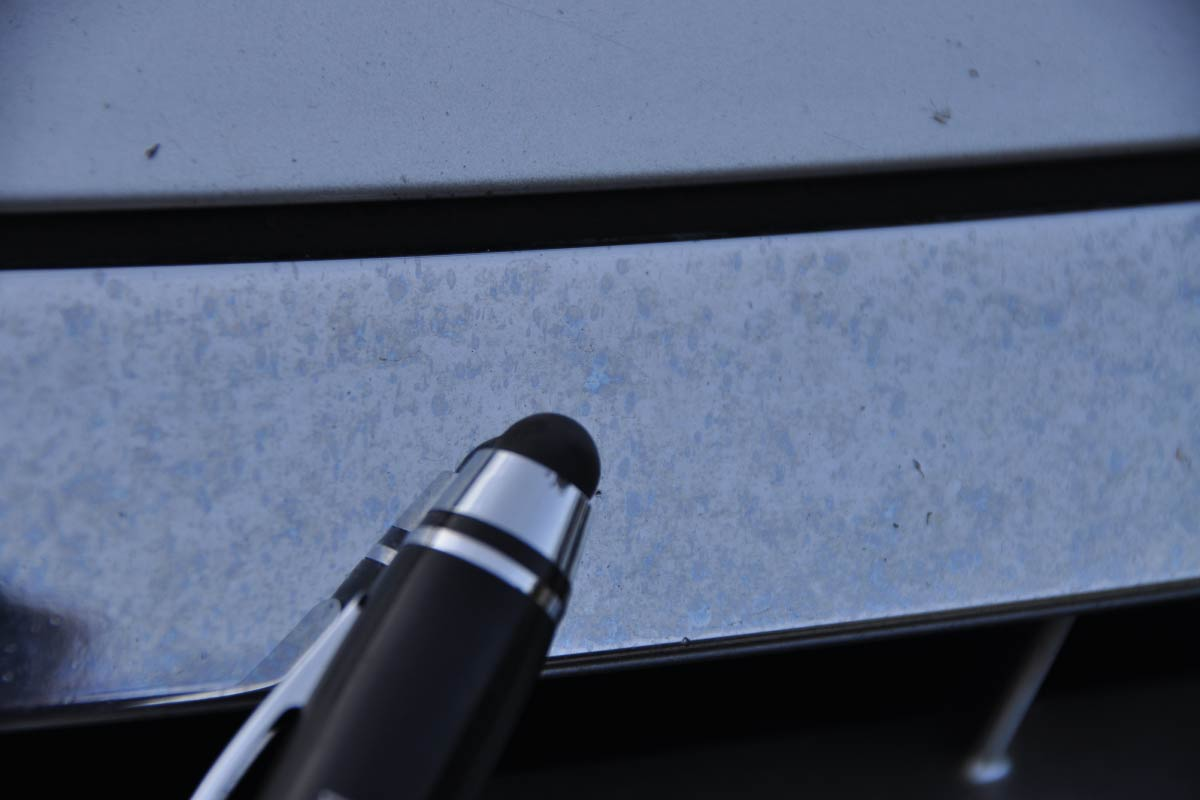 elementy chromowane noszące ślady pyłów poprodukcyjnych 09