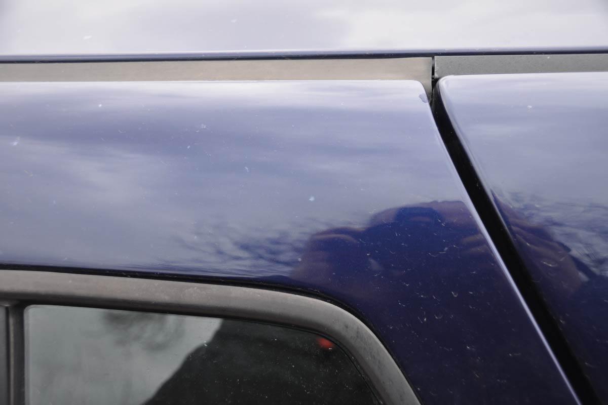 karoseria samochodowa zniszczona przezszkody chemiczne 01